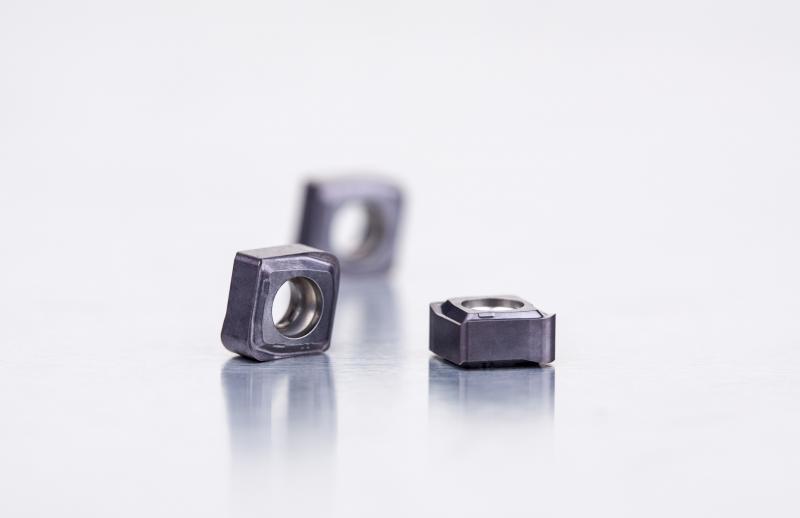 CNHX05-Wendeschneidplatten: doppelseitig mit bis zu vier Schneidkanten.