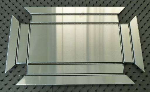 Beispielhaft gestanzte Werkstücke aus ALUCOBOND®-Verbundplatten, die auf der Multipunch in einem Prozess komplett bearbeitet werden.