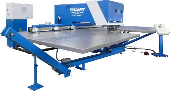 CNC-Stanzmaschine TWIN/TRI mit zusätzlicher CNC-gesteuerter 2-Achsen-Fräseinheit.