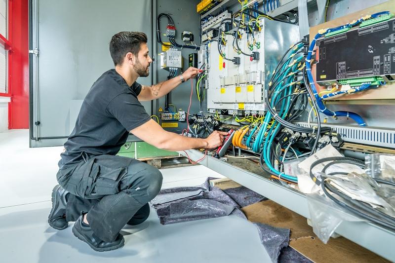 """EGIN-HEINISCH, der Dienstleister für Motorspindeln und Werkzeugmaschine richtet sich neu aus. Das Konzept wurde dem bekannten Spiel """"Vier gewinnt"""" entliehen und besteht fortan in vier ineinander greifenden Kompetenzbereichen. Mit dieser Maßnahme trägt EGIN-HEINISCH der Erfahrung aus 15 Jahren im Maschinenbereich Rechnung und reagiert zudem auf den Wunsch vieler Kunden. Zentral am neuen Angebot ist die ganzheitliche Herangehensweise, bei der sämtliche Komponenten einer Werkzeugmaschine berücksichtigt werden."""