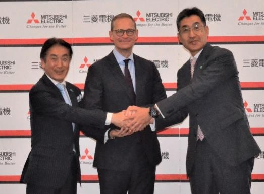 v.l.n.r. Noritsugu Uemura, Corporate Executive, Government & External Relation, Mitsubishi Electric Corporation, Michael Müller, Regierender Bürgermeister Berlins, Satoshi Matsushita, Executive Officer & Group President, Global Strategic Planning & Marketing Group Mitsubishi Electric Corporation