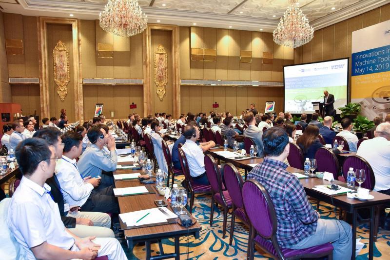 Rund 100 hochkarätige vietnamesische Industrievertreter erhielten auf dem VDW-Symposium in Ho Chi Minh Stadt umfassende Einblicke in das Produktportfolio deutscher Werkzeugmaschinenhersteller.