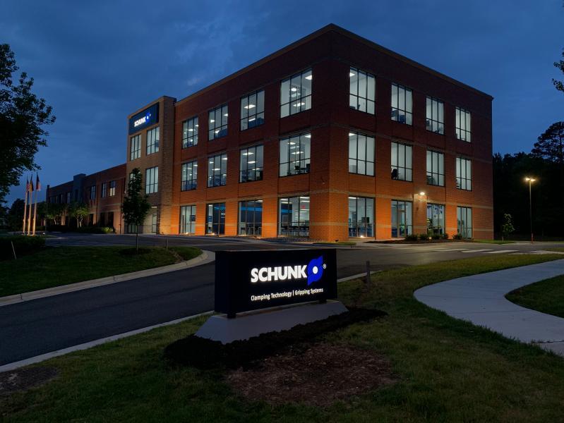 Die SCHUNK Intec USA in Morrisville ist die größte Auslandsniederlassung des Weltmarktführers für Greifsysteme und Spanntechnik. Der Neubau mit einer Gesamtfläche von 4.000 Quadratmetern umfasst Produktions- und Verwaltungsflächen sowie ein modernes Kundenzentrum.  Bild: SCHUNK