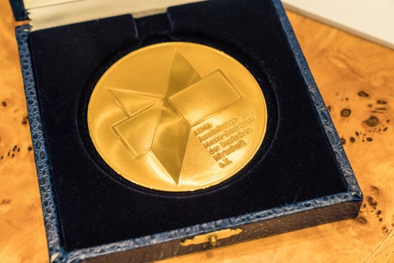Goldene AUMA-Medaille zur Würdigung der Verdienste in der Messewirtschaft