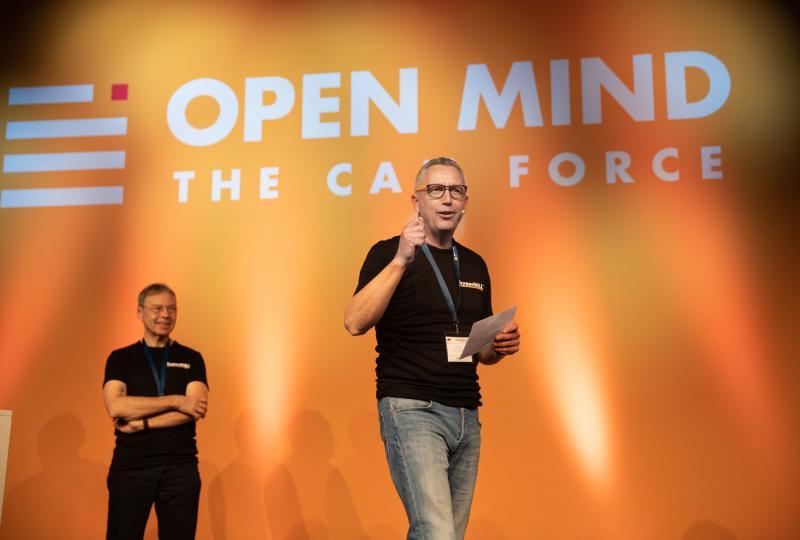 Dr. Josef Koch, CTO bei OPEN MIND (links) und Volker Nesenhöner, CEO bei OPEN MIND beim Auftakt des Symposiums.