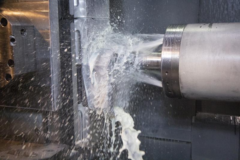 Ein Kühlschmierstoff für die Mischfertigung, geeignet für die Zerspanung von Guss, Stahl, rostfreiem Stahl, Aluminium, Kupfer und Kupferlegierungen.