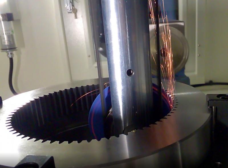 Schleifen des Evolventenprofils eines Innenzahnrades auf der neuen Maschine von Chien Wei.