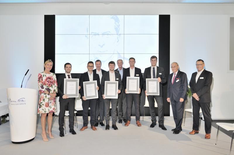 v.l.n.r.: Ina Schweppenhäuser (Hanns-Voith-Stiftung), Lukas Pointner (Preisträger), Oliver Petrovic (Preisträger des Werkzeugmaschinenlabors WZL der RWTH Aachen), Dr. Michael Rogowski (Hanns-Voith-Stiftung), Martin Scheurer (Preisträger), Meinrad Schad (Hanns-Voith-Stiftung), Sebastian Flegr (Preisträger), Max Hullmann (Preisträger), Prof. Dr.-Ing. Dr.-Ing. E.h. Dr. h.c. mult. Sigmar Wittig (Vorsitzender Jury), Erwin Krajewski (Hanns-Voith-Stiftung)