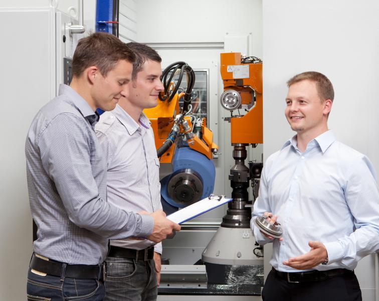 """Liebherr Academy """"Gear Technology"""": Nähe schaffen"""