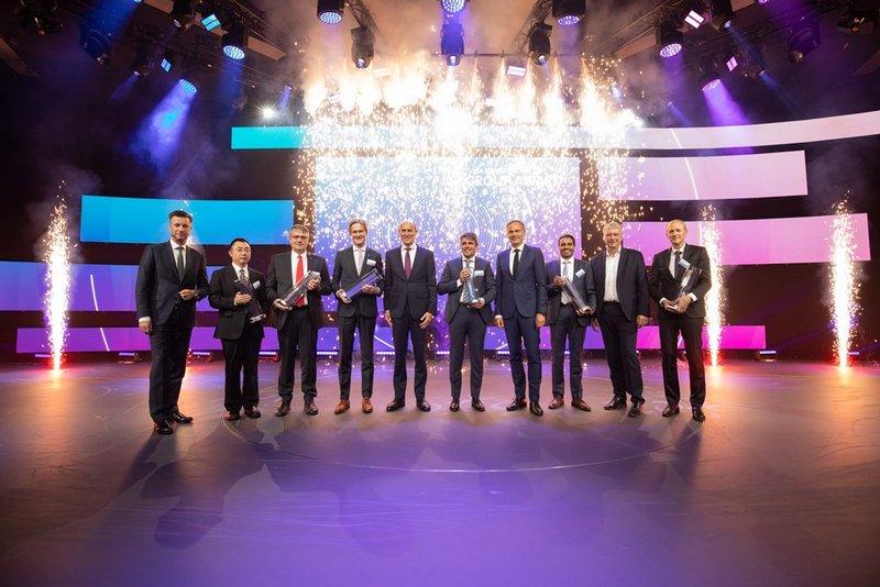 GROB mit begehrtem VW-Group-Award für E-Mobility ausgezeichnet