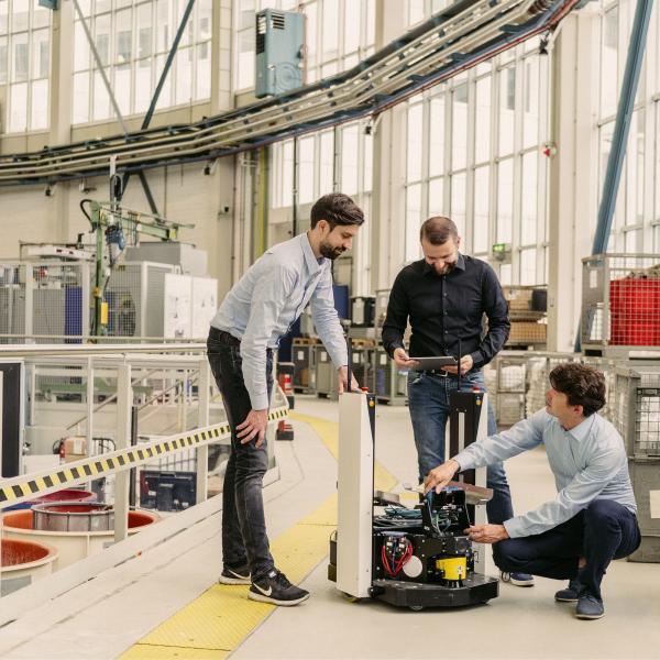 Gestalt Robotics wurde 2016 gegründet von einem Raketeningenieur, einem Roboterfachmann und einem Vision-Experten. v.l.n.r. Dr. Eugen Funk, Thomas Staufenbiel, Dr. Jens Lambrecht.