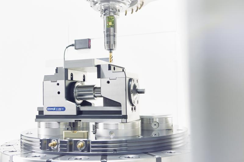 The smart iTENDO from SCHUNK makes a direct real-time process monitoring and control at the tool possible. The geometry and performance data of the toolholder remain unchanged – no matter if it is equipped with a sensor system or not.