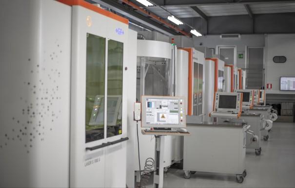 Im Maschinenpark von Standex Engraving Mold-Tech befinden sich 31 AgieCharmilles Lasertexturiermaschinen – 14 in Europa, sieben in den USA und 10 in Asien – für die schnelle Endbearbeitung komplexer Formen in höchster Qualität.