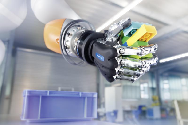 Mittel- und langfristig geht der Trend zum autonomen Greifen. In Pilotanwendungen mit der SCHUNK SVH 5-Fingerhand verdeutlicht SCHUNK, was heute über eine Kombination aus flexiblen Greifern, Sensorik und Künstlicher Intelligenz bereits möglich ist.