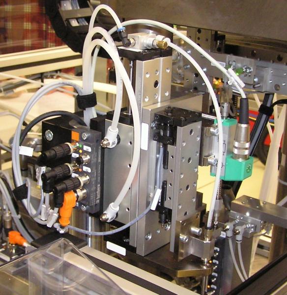 Pneumatikmodul LM35 von zipatec als kompakte Einheit mit Führungsschiene, Schlittenteil, Endplatten und hydraulischer Dämpfung von ACE