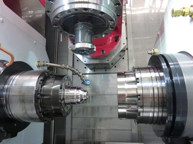 The two TOPlus mini chucks on the main and sub spindles of the Mori Seiki machine, a genuine benefit for MAS.