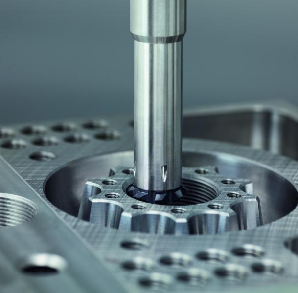 Der EMUGE ZIRK-GF Gewindefräser ermöglicht die Erstellung verschiedener Gewindesysteme, Gewindedurchmesser und Gewindesteigungen mit nur einer Stirn-Wechselplatte.