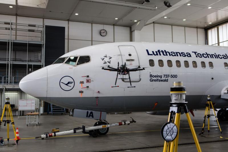 Validierung der Multikopter-basierten Oberflächeninspektion am realen Flugzeug.
