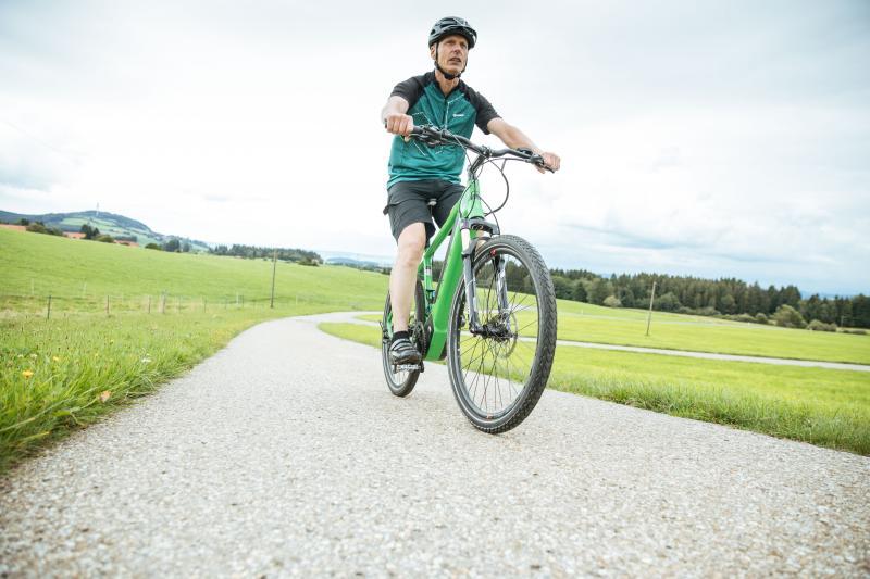 78 Prozent der Haushalte in Deutschland nennen zumindest ein fahrbereites Rad ihr Eigen. Das ergibt eine Flotte von 75 Millionen Fahrrädern. Bei acht Prozent der Haushalte gehört dazu mindestens ein Elektrorad, darunter auch bei Norbert Ambros,Maschinenbaumeister bei Liebherr