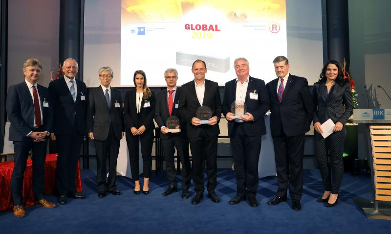 Oliver Winzenried (3rd from the right) representing Wibu-Systems at the GLOBAL 2019 award ceremony. – Copyright jodo-foto/IHK Karlsruhe