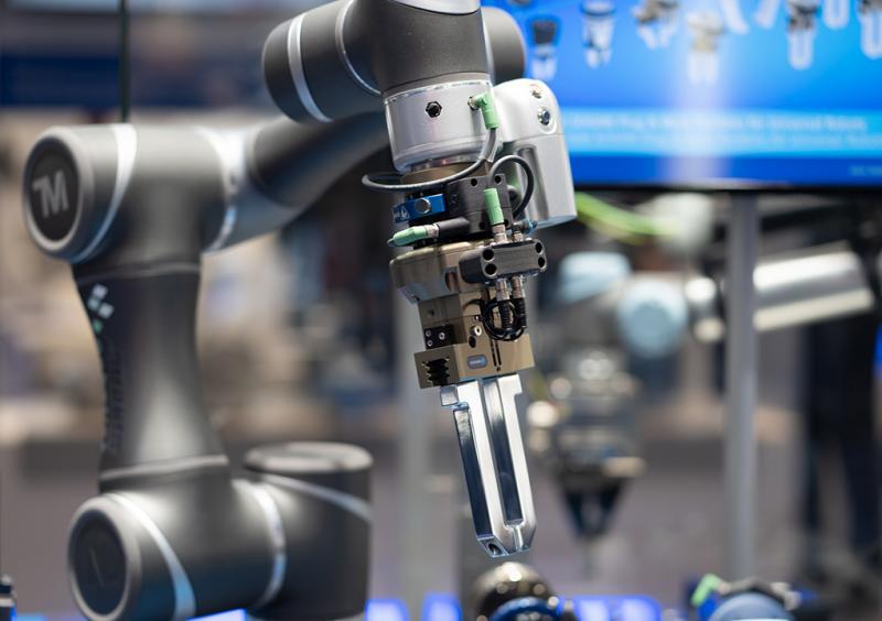 Maßgeschneidert für Leichtbauroboter: SCHUNK stimmt seine Plug & Work-Portfolios individuell auf die unterschiedlichen Leichtbauroboter ab.