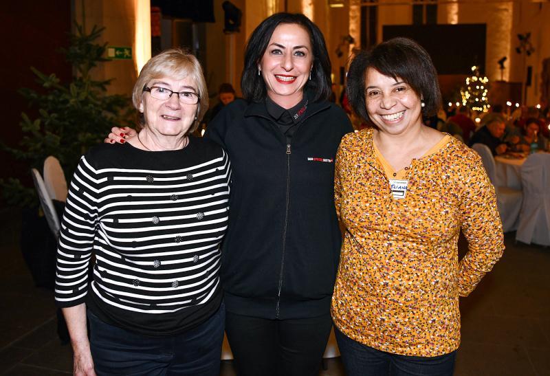 Berna Egin-Heinisch (Mitte), CEO der Egin-Heinisch GmbH & Co. KG, mit Mitarbeiterinnen