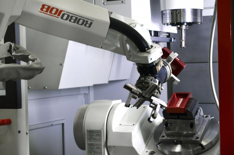 Die präsentierten Werkzeugmaschinen der Herstellerpartner NAKAMURA, QUASER, SUNNEN, CHEVALIER und CARUSO, sind größtenteils mit flexiblen und maßgeschneiderten Automationslösungen ausgestattet.