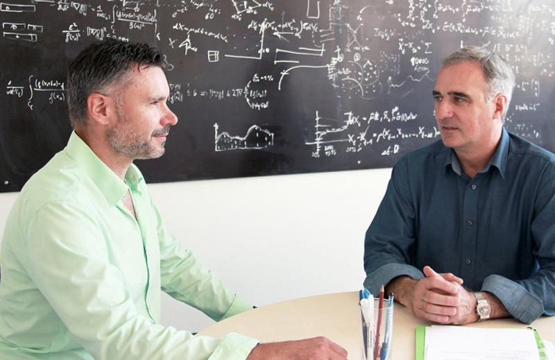 Gemeinsam treiben sie das Thema künstliche Intelligenz in der Fertigung voran: Thorsten Strebel (links), Vice President Products & Consulting bei MPDV und ab sofort auch Geschäftsführer von AIMES, sowie Fabian Rüchardt, CEO von PerfectPattern.