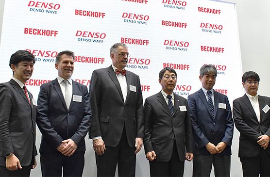 from left to right: Toshimitsu Kawano (Managing Director, Beckhoff Automation Japan), Thomas Rettig (Senior Management Control System and Communication Architecture, Beckhoff Automation), Gerd Hoppe (Corporate Management, Beckhoff Automation), Hiroyasu Nakagawa (President, DENSO WAVE), Koji Kamiya (General Manager of FA/Robot Division, DENSO WAVE), Yosuke Sawada (Group Manager of FA/Robot Division, Product Planning Office)