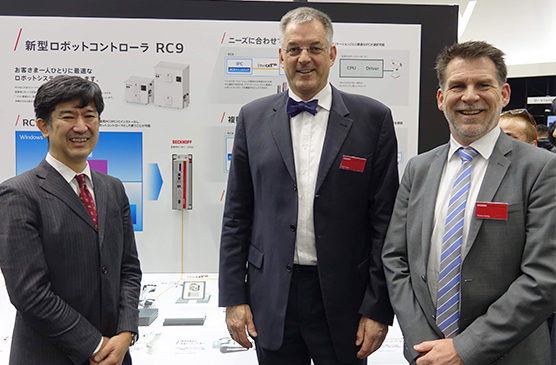 from left to right: Toshimitsu Kawano (Managing Director, Beckhoff Automation Japan), Gerd Hoppe (Corporate Management, Beckhoff Automation), Thomas Rettig (Senior Management Control System and Communication Architecture, Beckhoff Automation)