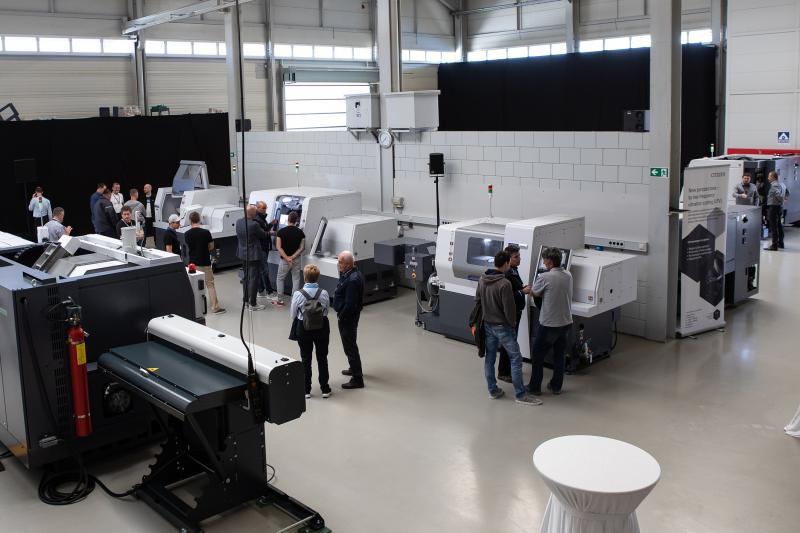 In der Veredlungshalle am Firmenstandort Villingendorf bot die Citizen Machinery Europe GmbH ihren Kunden die Gelegenheit, sich die Drehmaschinen-Highlights der EMO ganz aus der Nähe anzuschauen.