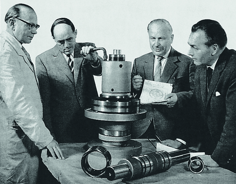In 1950 started the distribution of the workpiece clamping system Spieth.