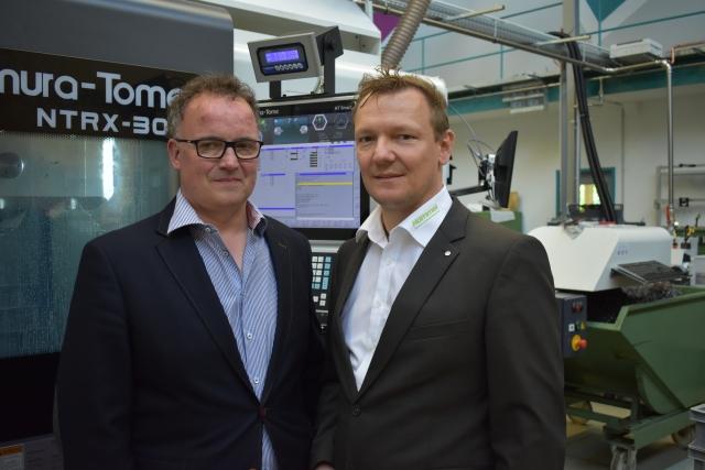 Dirk Böhlefeld, Prokurist bei Moldtech (links) und André Merten, Vertriebsleiter bei der Hommel Unverzagt GmbH für den Produktbereich Nakamura-Tome/Quaser.