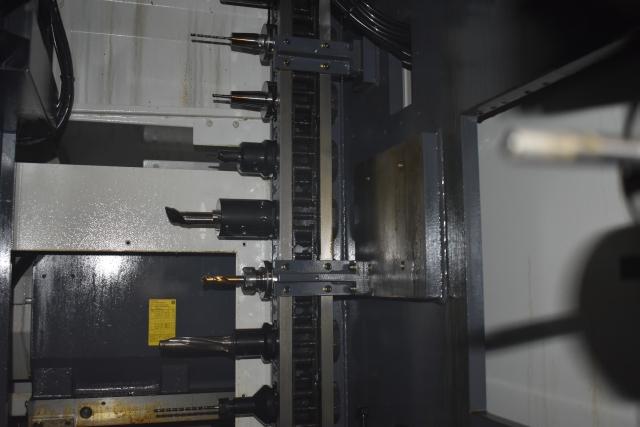 Im Werkzeugmagazin werden 120 Dreh- und Fräswerkzeuge bereitgestellt – Voraussetzung für die flexible Bearbeitung von Einzelteilen sowie Klein- und Mittelserien.