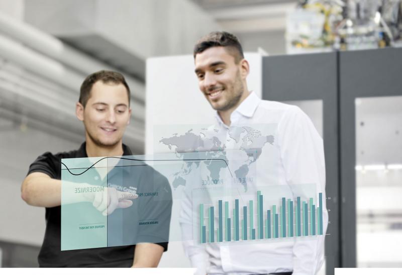 Wie alle Dienstleistungen des neuen Servicekonzepts orientieren sich die SmartServices an den unterschiedlichen Phasen des Lebenszyklus von Maschinen und Anlagen: Starten, Produzieren und Modernisieren.