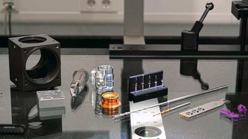 Hipp fertigt eine breite Palette von Dreh-, Fräs- und Laserteilen von der Mikropräzision bis zum Drehteil von 200 mm Durchmesser.