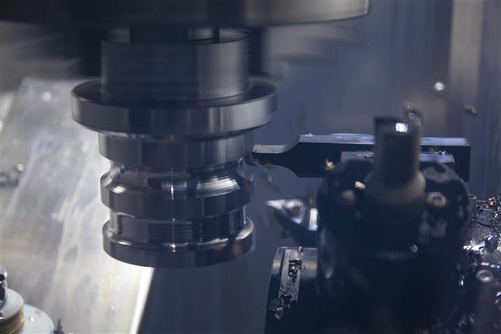 Mit der Schuster nxt ist auch trochoidales Drehen möglich. In Kombination mit den passenden Rundplatten, Werkzeughaltern und der richtigen Programmierung gelingt die Schruppbearbeitung beim Drehen optimal.