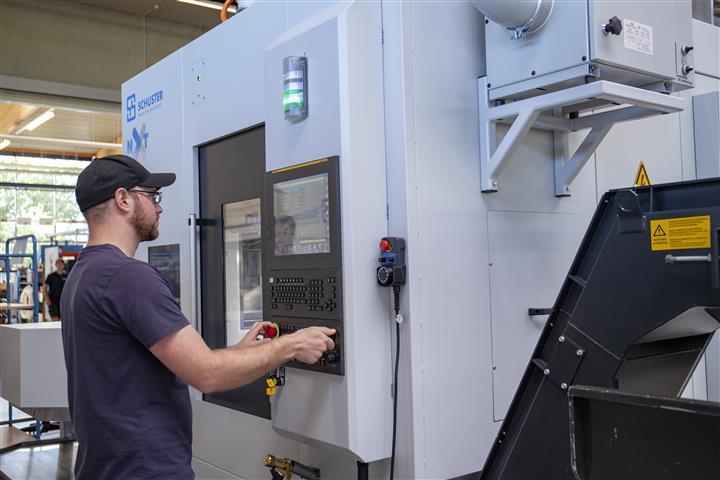 Nach der sehr guten Abstimmung zwischen dem CERATIZIT Project Engineering Team und der Schuster Anwendungstechnik, verhalf Anwendungstechniker Andreas Schuster, die Prozesse schnellst möglich in Gang zu bringen.