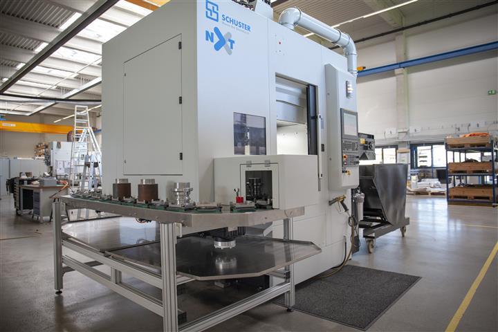 Zukunftsfähig, hochpräzise, extrem flexibel und zu 100 % Made in Germany – das Maschinenkonzept der Schuster nxt überzeugt rundum.