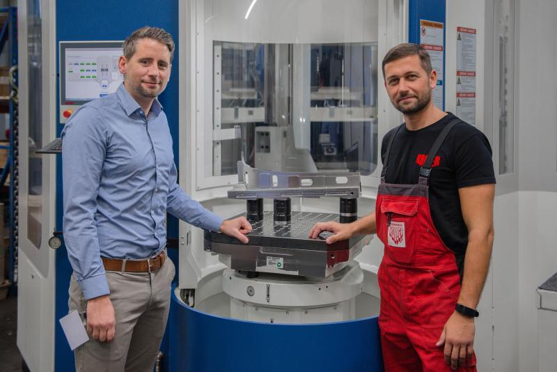 Christian Vogel, Verkaufsingenieur von AMF (li.) und Paul Schaffner, bei Koller verantwortlich für die Fertigung, verbindet eine intensive Zusammenarbeit mit besten Ergebnissen.