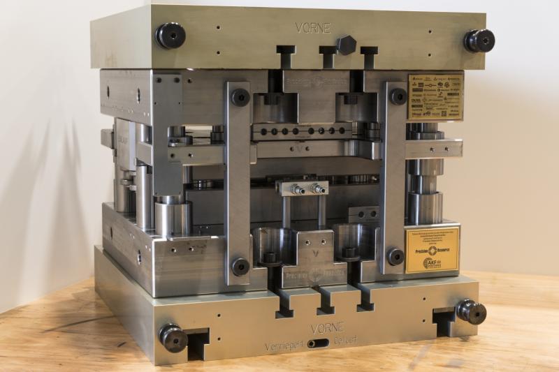 Erfolgreiche Zusammenarbeit des Arbeitskreises Feinschneiden für den prozesssicheren Einsatz von Hartmetallstempeln