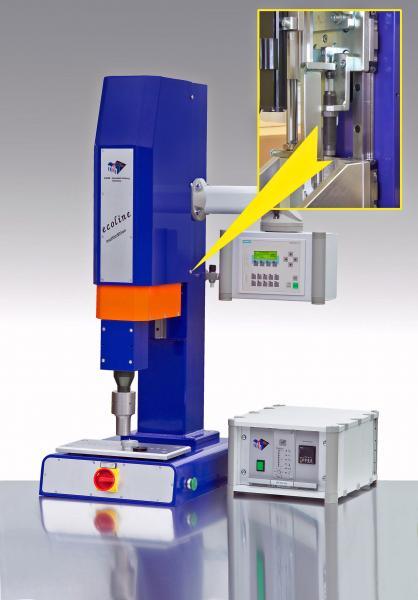 Kompakt integriert in eine schlanke Ultraschallpresse fungieren ACE Kleinstoßdämpfer als hochwirksames Brems- und Sicherheitselement in der Vertikalbewegung