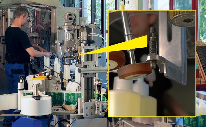 ACE Kleinstoßdämpfer reduzieren im Führungsschlitten des von David Fuchs, Metallatelier GmbH, patentierten Universalverschraubers die Aufprallgeschwindigkeit bei jedem Takt