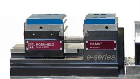 Als erster Spannmittelhersteller bringt ROEMHELD einen serienreifen elektromechanischen Schraubstock auf den Markt, mit dem ein automatisierter Spannbackenwechsel möglich ist.