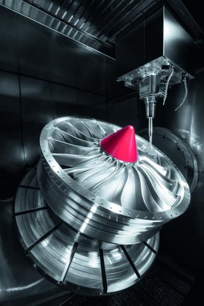 Komplexe Geometrien und große Bauteile wie dieses Fan-Modul – beides schafft die C 62 U MT dynamic.