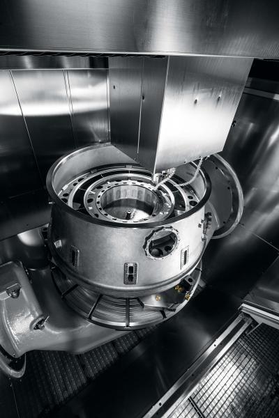 Schwer zerspanbare Werkstoffe, große Durchmesser und enge Toleranzen – Hermle fertigt ein Turbinengehäuse aus Titan auf der C 62 U MT dynamic.