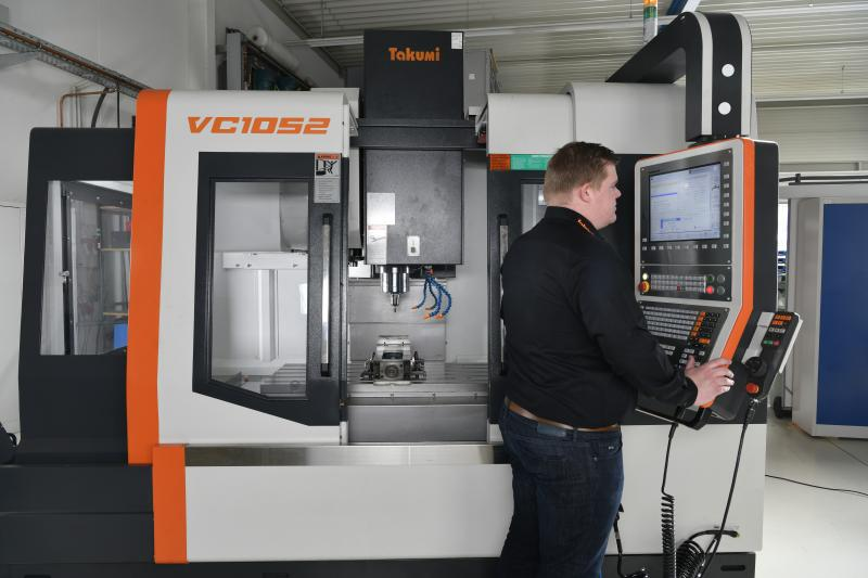 The vertical 3-axis machining centers have been designed with medium-sized mold and tool manufacturers in mind.