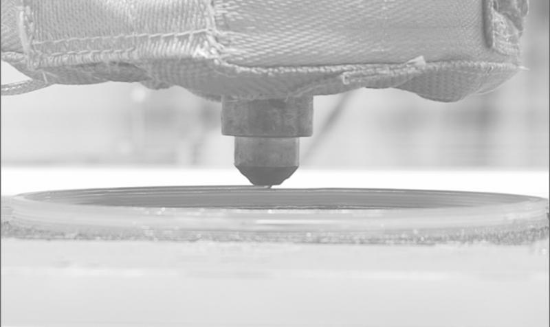 Materialextrusion biobasierter Kunststoffe durch multiaxiale additive Fertigung zur ressourcenschonenden Produktion von Anwendungen aus der Automobilindustrie