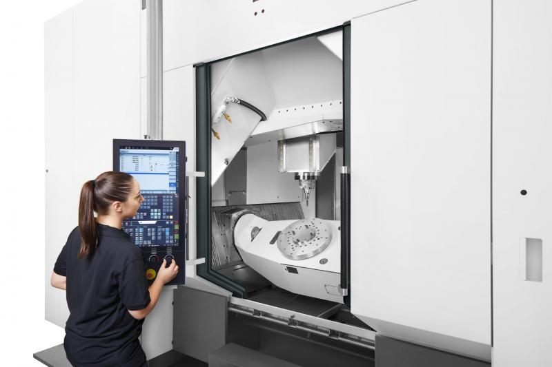 Die CHIRON Baureihe 28 bietet optimalen Zugang zum Arbeitsraum sowie eine gute Einsicht in den Bearbeitungsprozess.