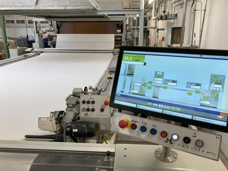 A completely new joint control system joins the two machines seamlessly.